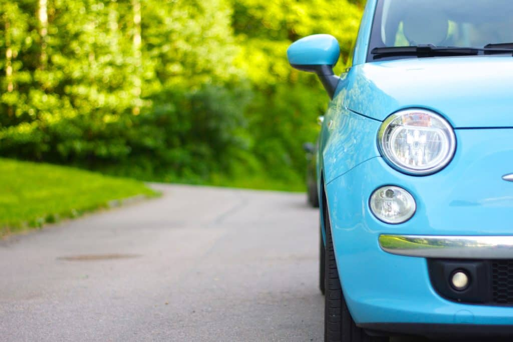 blue fiat 500 on th road