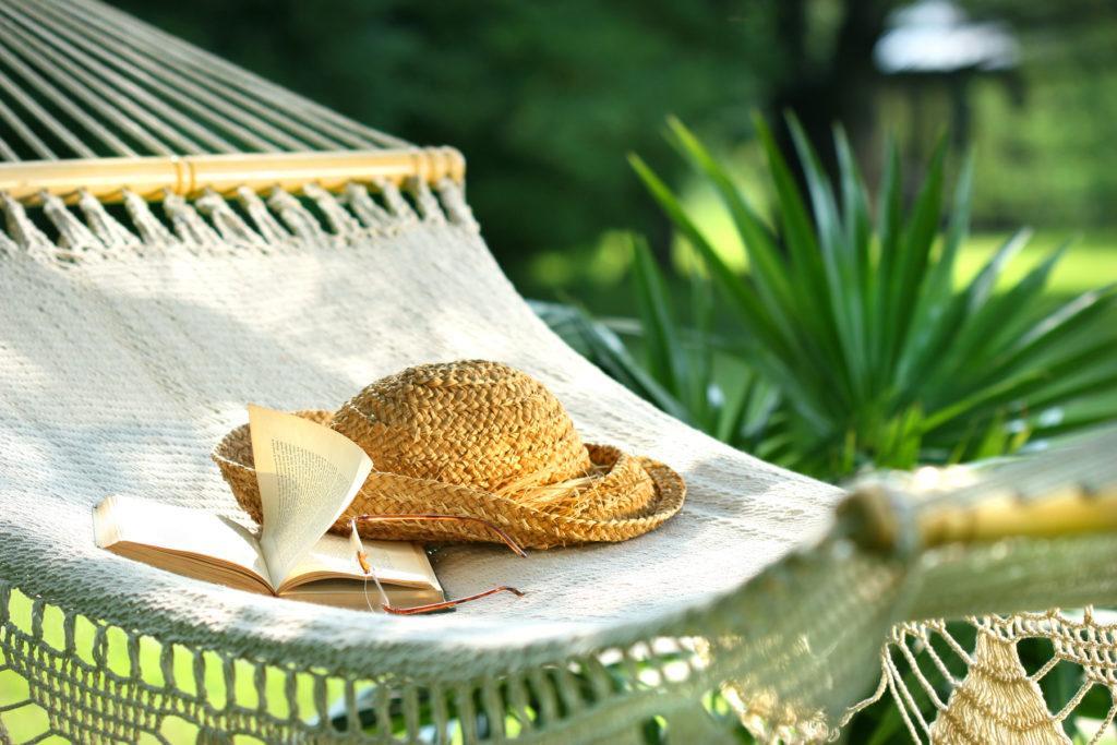 hammock-hat-books
