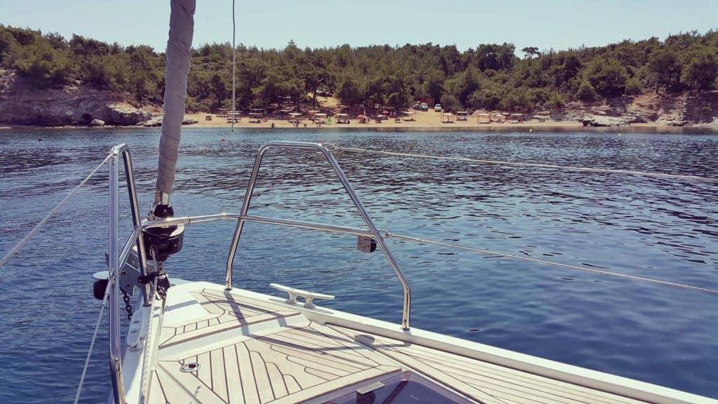Aeolus yacht arriving at Salonikios Beach