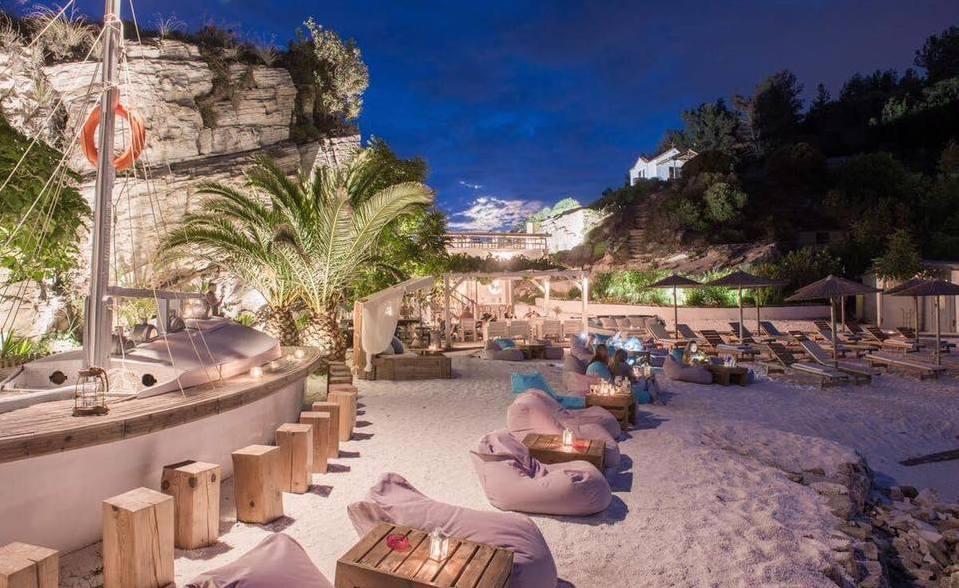 karnagio beach bar limenas