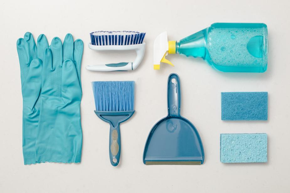cleaning-blue-knolling-flatlay
