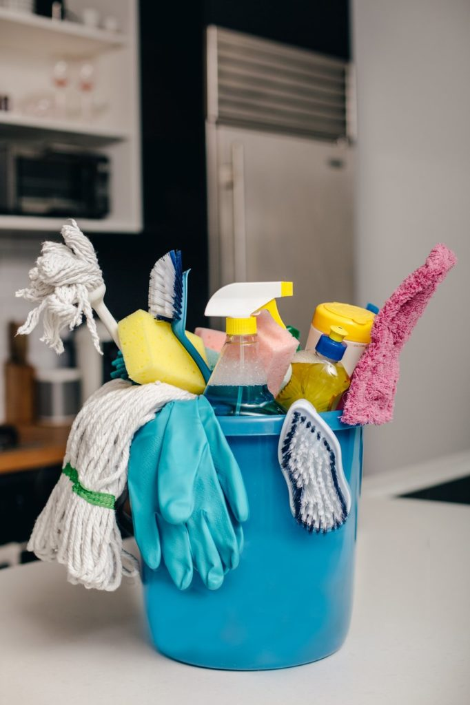 cleaning-supply-bucket-in-kitchen