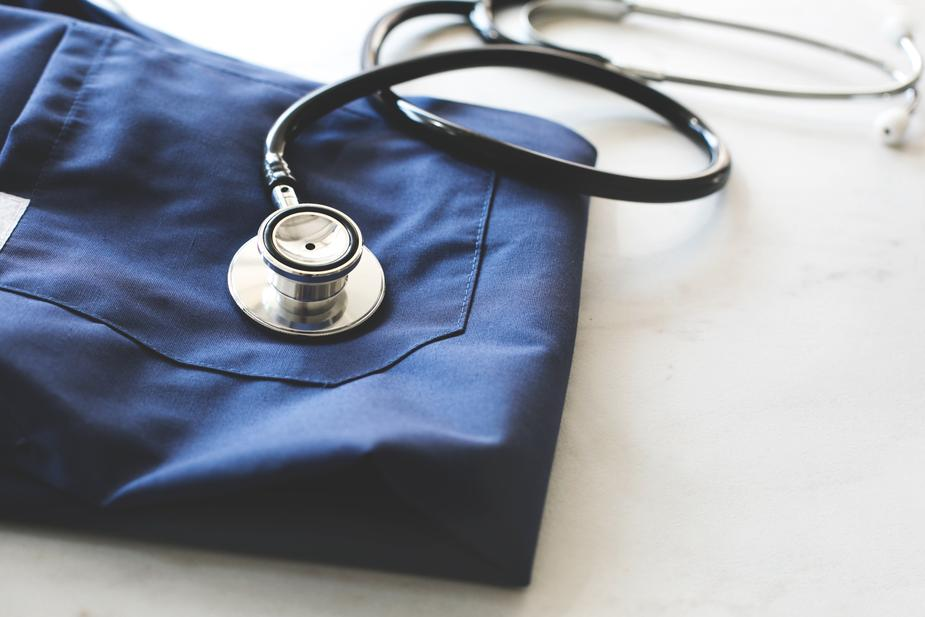 stethoscope-scrubs